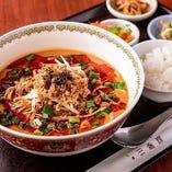 花椒と辣油の効いたタンタン麺