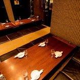 3〜4名様の普段の飲み会など、使い勝手の良い掘りごたつテーブル。足元の空間がかなり広いので、くつろいだ時間をお過ごしいただけます