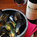 ムール貝の白ワイン蒸し ワインと共にどうぞ