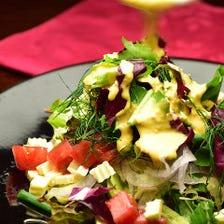 自家製すりおろし野菜ドレッシングの新鮮サラダ