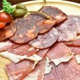 満喫!イベリコ豚生ハム&サラミの盛合せ