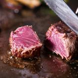 柔らかい赤身の中にきめ細やかな 霜降りの特選牛ステーキ