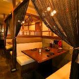 3階はテーブル席。全席が個室・半個室・個室調になっており、仲間との特別な時間を演出します。