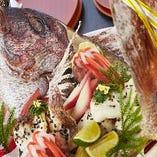 お一人プラス1,000円で鯛赤飯姿焼をご用意致します