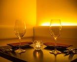 カジュアルでも落ち着いたお席でワインをお楽しみください。
