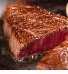 旨い!赤身の王様 牛フィレ肉のレアステーキ