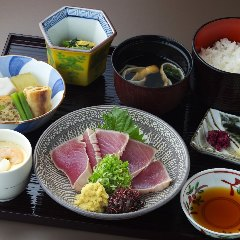 【お買い物帰りやお昼のお食事に】今日の食事を特別な時間に