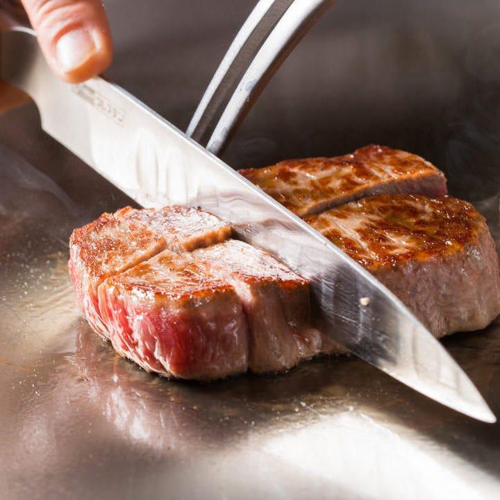 ジューっと焼き上げたステーキを あつあつの状態で口の中へ…