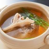 じっくり煮込んだテールスープ