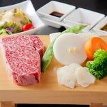 単品ステーキにはサラダ、焼き野菜付きです