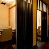落ち着きある個室。接待、会食、デートに。人数に合わせてお部屋御用意致します。