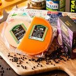 使用するのは全てこだわりの厳選食材。欧州No.1の歴史あるチーズメーカー・ガルバーニのチーズや、国産の良質なナチュラルチーズに、1886年から続く老舗のパスタメーカー、ディチェコのパスタ…、吟味した食材で本物の味をお届けしています。