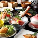 料理長が自信をもっておすすめする「当店一押しコース」。「たらばがに」「かに飯」、名物「かにコロッケ」「銀だらの味噌漬け」など名物&人気メニューの10品仕立て。かにと旬の鮮魚のおいしさを多彩な調理法でご堪能いただける、大満足の内容です。