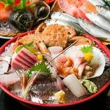 産地指定で仕入れる上質な鮮魚には自信あり!釧路の秋刀魚、淡路島のアジ、松輪のサバ、大阪湾のイワシ…、その魚が一番おいしい産地のものだけを厳選しています。「本日の刺身」でご賞味下さい。