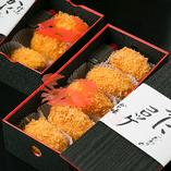 お持ち帰り:こだわりのカニコロッケ 料金3個入り:¥1,200(税抜)/5個入り:¥2,000(税抜)