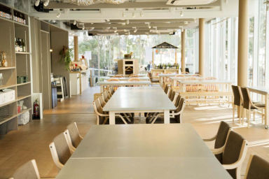 CAFE&HALL Ours  店内の画像