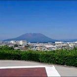 桜島と錦江湾と市街地が一望