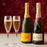 乾杯やお祝いに最適な泡のお飲物も各種取り揃えております。