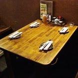 テーブル席もご用意♪ 少人数の飲み会に!