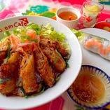 ブンチャーゾーセット(揚げ春巻きのせ汁なし麺)