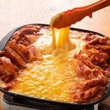 一度食べたらハマる!甘辛タッカルビ×とろ~りチーズの看板料理