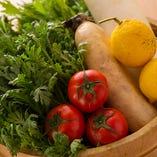 野菜は農家さん直送の旬モノを中心に使っています