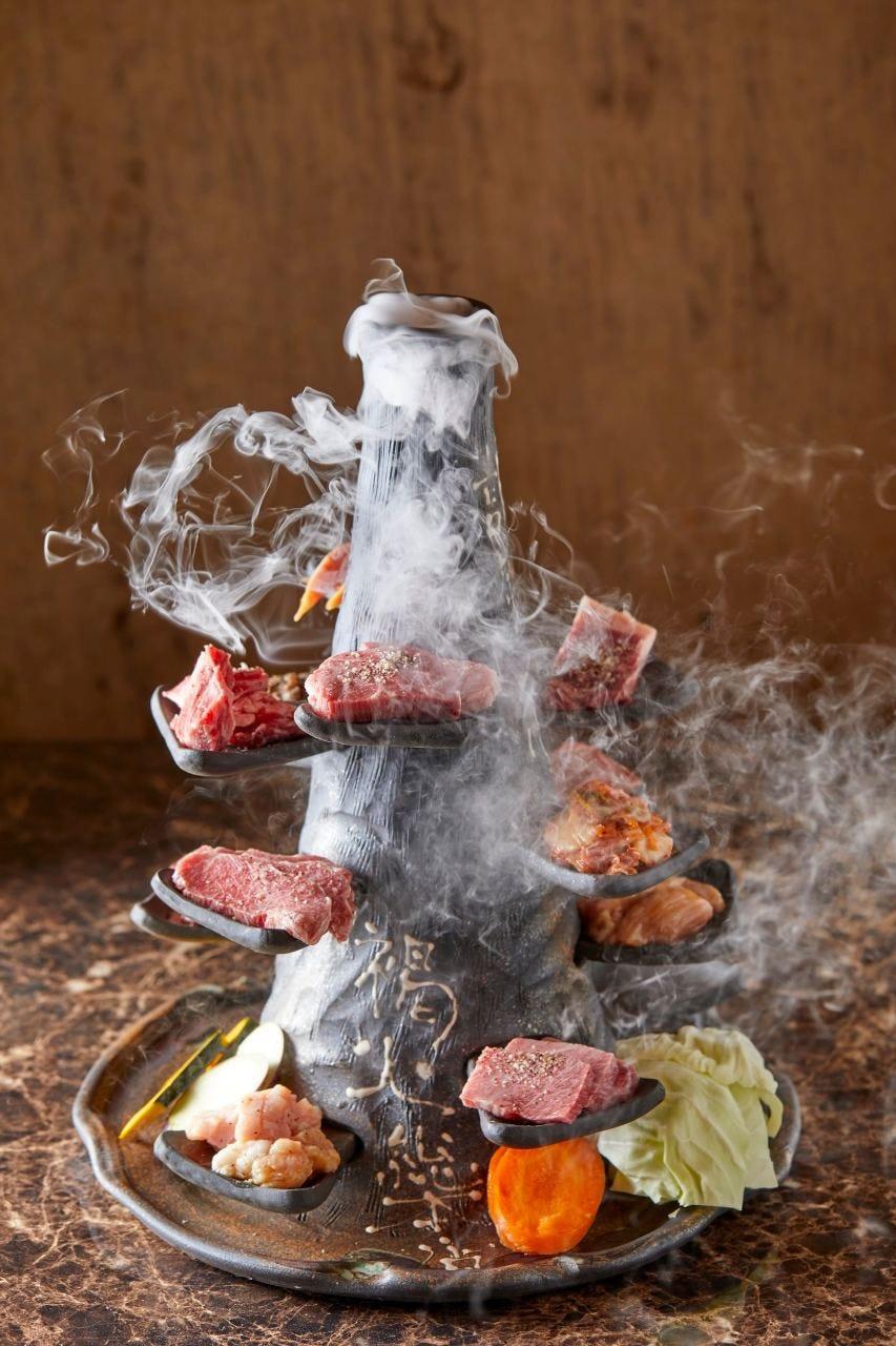 1日1組要予約。煙舞う上質焼肉火山