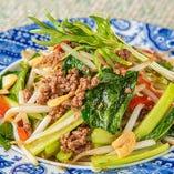牛挽肉と小松菜のオイスター炒め