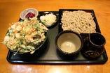 お得な「ミニ」かき揚げ丼セットは、かき揚げが大きい!?