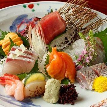 豊洲市場より毎日届く新鮮な魚を盛り合わせ