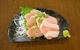 青森県産北王鶏の鶏刺し。あっさりした旨味。ワサビ醤油でキマリ