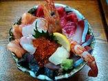 大好評「海鮮丼」 テイクアウトもご利用いただけます。
