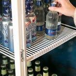 隠れ部屋を使った限定コースでは、ドリンクは冷蔵庫から取り放題!