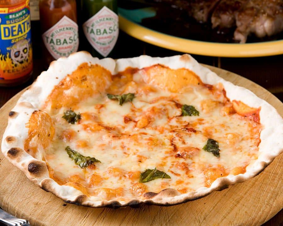 手作りのピッツァマルゲリータ