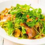 ルッコラと生ハム・マッシュルームのサラダ