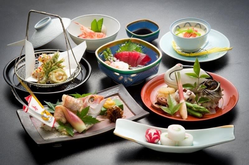 季節の食材おまかせ個別盛り5000円コース 税別