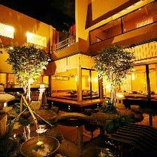 店内中央には日本庭園があります!