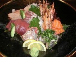 その日に仕入れた鮮魚を、手頃なお値段で刺盛に致します
