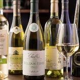 生牡蠣とのマリアージュを楽しめる白ワインも多彩なラインナップ