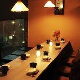 人数にあわせてフレキシブルにセッティング可能なテーブル個室を多数完備