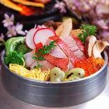四季折々の魚介や野菜を使用して、色とりどりに仕上げます