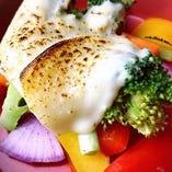季節の温野菜とスペイン産チーズ焼き