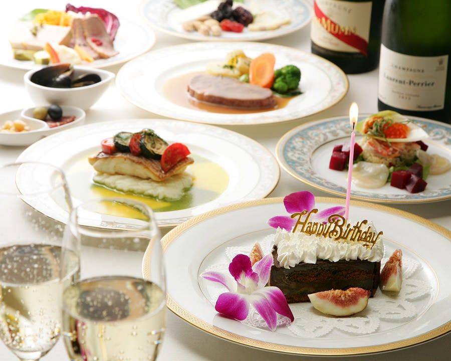 プレミアムな食材を使用したお料理と特製デザートが華やかなコース6000円