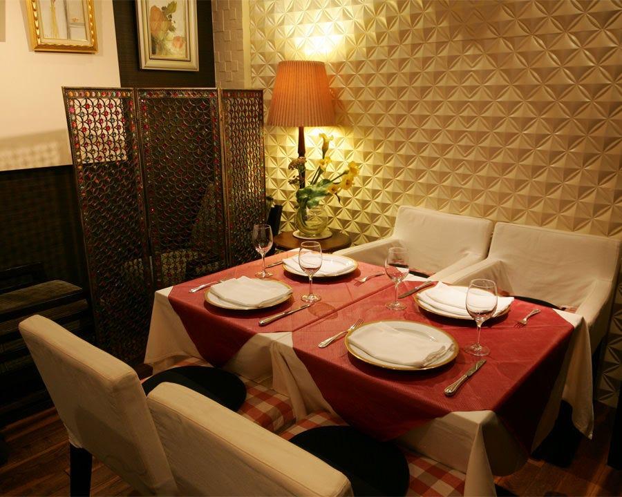 お祝いの席なら奥のテーブル席をご案内。とっておきのシーンに最適