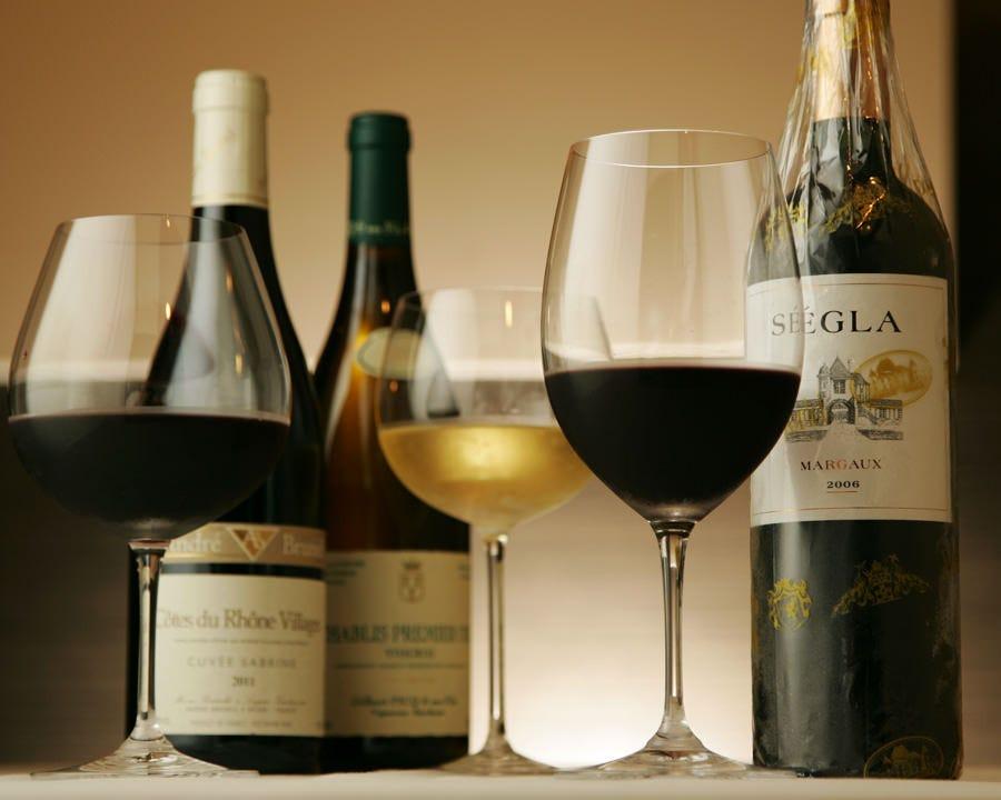 美味しさに奥行きを与える厳選ワイン