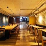客席は禁煙(喫煙所を用意しております)です。酒と蕎麦もそうですが、食事は店内の内装、音響、照明から始まり、料理は見た目、味、香りも含めてお楽しみ頂ける様に取り組んでおります。