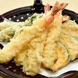 海の幸と季節野菜の天ぷら盛り