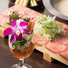 【合わせて食べたい】コンソメゼリーと野菜のパフェの牛タンしゃぶしゃぶ