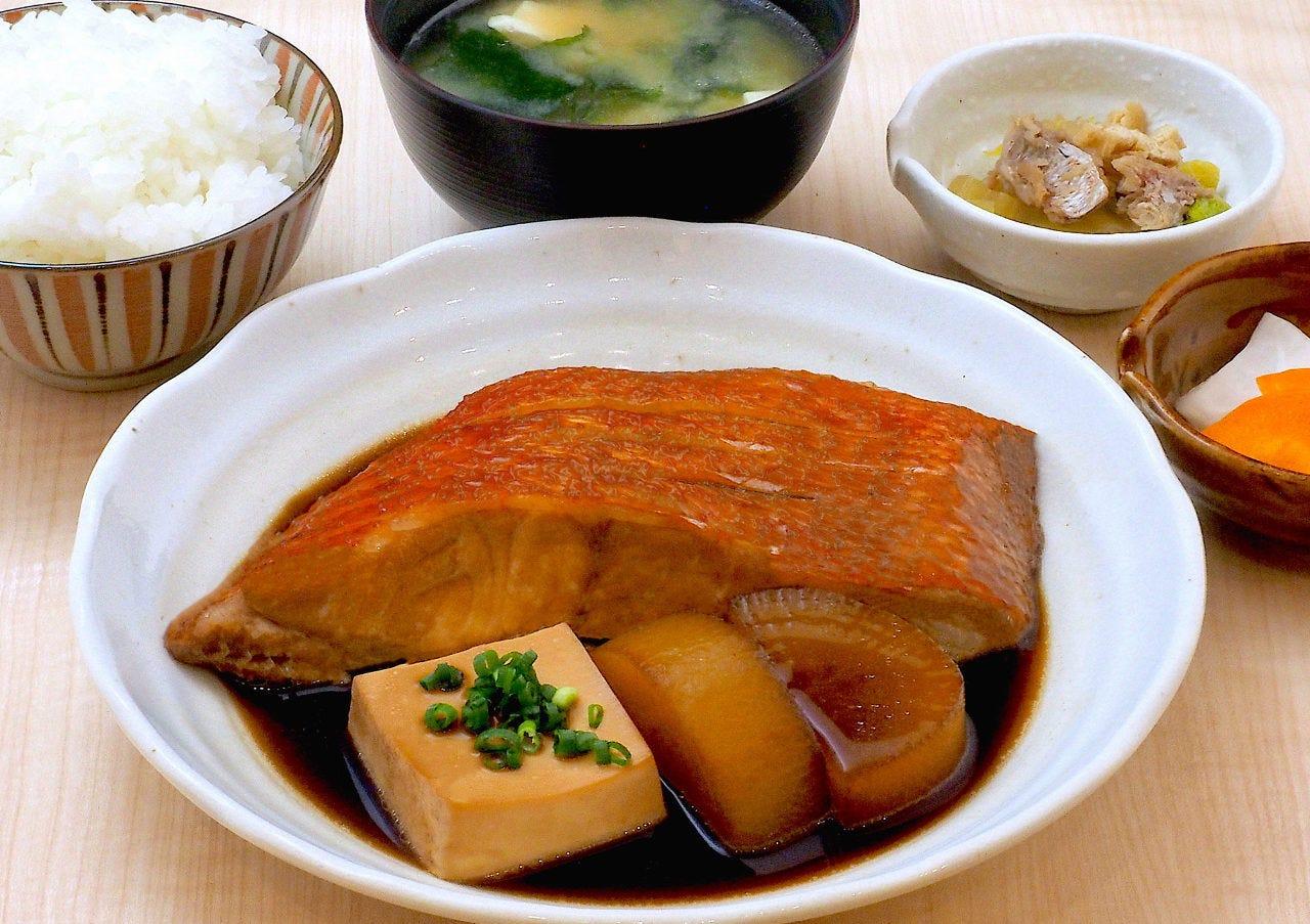 築地から変わらぬ人気の煮魚定食「金目鯛煮付け定食」