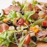 ハモンセラーノとフルーツのサラダ